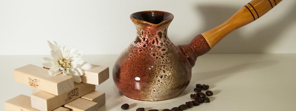 керамическая турка с красивой росписью